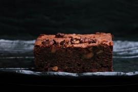 Mocno czekoladowe ciasto z orzechami włoskimi