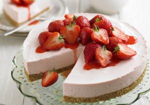 Japoński truskawkowy deser z białek