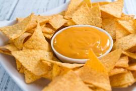 Serowy sos do chipsów, paluszków