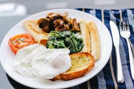 Grzanki z jajkami po benedyktyńsku