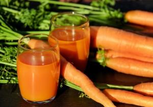 Dietetyczny sok z marchwi i selera naciowego