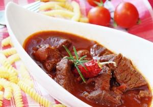 Tradycyjna wołowina w sosie własnym