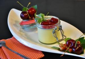 Mus cytrynowy z polewą wiśniową