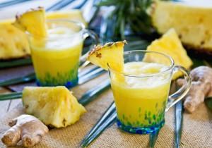 Ananasowe smoothie z mango i imbirem
