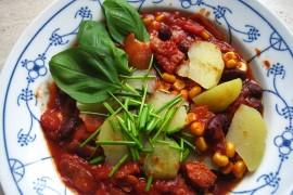 Warzywny gulasz z fasolą i pomidorami – idealny NA JESIEŃ!