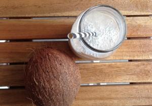Koktajl z mlekiem kokosowym i bananem