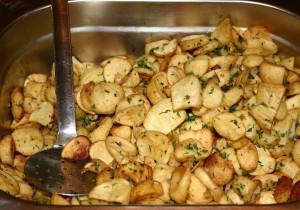 KUCHNIA DLA STUDENTA: ziemniaczane talarki z masłem, ziołami i czosnkiem