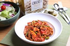 Makaron z kurczakiem, oliwkami i pomidorami