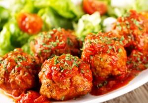 Kotlety ryżowe w sosie pomidorowym