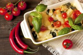 ZAPIEKANKA NA OSTRO: z serem, pieczarkami i makaronem