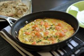 Śniadaniowy omlet z łososiem i fetą – FIT ŚNIADANIE