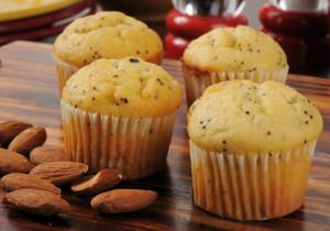 Muffiny z makiem, pomarańczą i migdałami