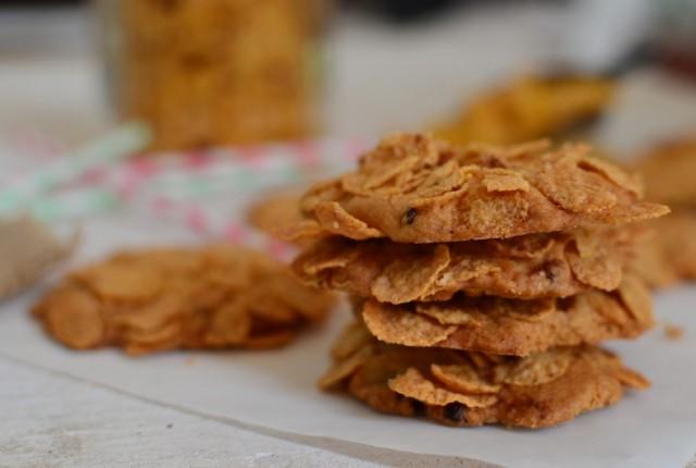super-easy-simple-cornflake-cookies-recipe-butter-sulatanas-raisins1-640x430