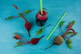 Buraczane smoothie z owocami