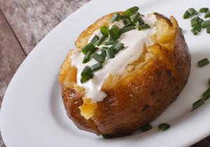 Pieczone ziemniaki ze śmietaną