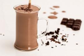 Śliwkowo-czekoladowy koktajl na śniadanie