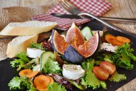 Figa, ser, rukola – prosta sałatka