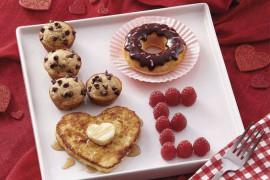 10 pomysłów na walentynkowe śniadanie do łóżka!