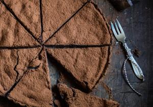 Bezglutenowy placek z kaszy jaglanej i białej czekolady