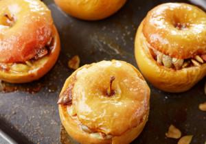Jabłka pieczone z orzechami i kaszą jaglaną