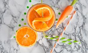 Pomarańczowy koktajl z gotowaną marchewką