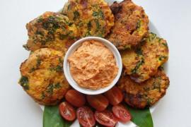Placki jaglane z kurczakiem i suszonymi pomidorami