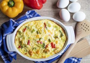 Zapiekanka jajeczna z warzywami – idealna na śniadanie