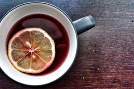 Mocno rozgrzewająca herbata z alkoholem