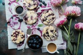 Drożdżowe muffiny z jagodami