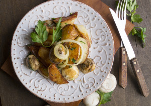 Błyskawiczny obiad – smażone ziemniaki z pieczarkami i cebulką