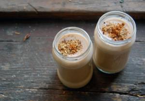 Śniadaniowe smoothie z płatkami ryżowymi, bananem i kokosem