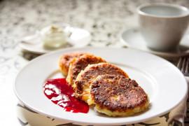 WYZWANIE śniadaniowe [dzień 3.] – placuszki serowe z konfiturą