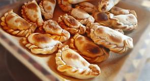 Tradycyjne empanadas z tuńczykiem