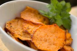 Serowe chipsy z batatów