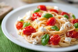 Banalny obiad w 8 minut – makaron z mozzarellą