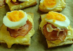 Kanapka mocy: z jajkiem i bekonem