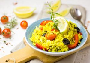 Paella z kurczakiem, owocami morza i chorizo