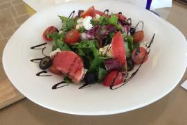 Lekka sałatka na LATO: z łososiem i grejfrutem