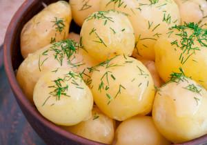 Młode ziemniaki z kminem rzymskim