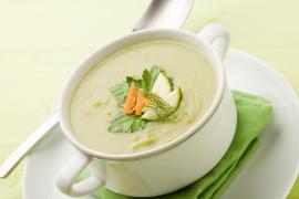 Miętowa zupa krem z cukinii