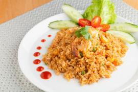 Pierś z kurczaka z barwionym ryżem
