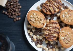 Babeczki kawowo-miodowe z orzechami laskowymi