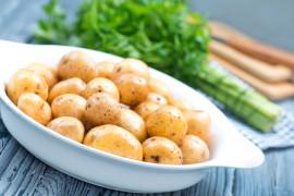 Młode ziemniaki inaczej – z czarnuszką, masełkiem i suszonymi ziołami