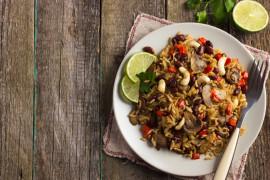 #tydzieńSAŁATKOWY – sałatka z brązowym ryżem, czerwoną fasolą i orzechami