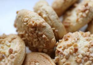 Kruche ciasteczka z prażonymi orzechami ziemnymi