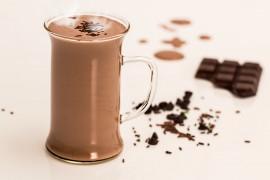 Gorąca czekolada z mlekiem kokosowym własnej produkcji