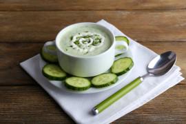 Zupa ogórkowa z bazylią