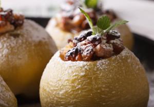 Jabłka pieczone z kozim serem i orzechami
