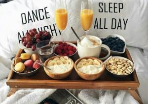 7 pomysłów na ROMANTYCZNE ŚNIADANIE serwowane do łóżka ❤