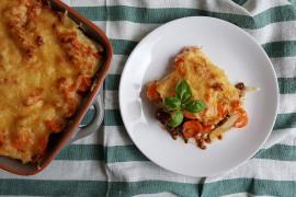 Zapiekanka z puree ziemniaczanym, mięsem mielonym i marchewką